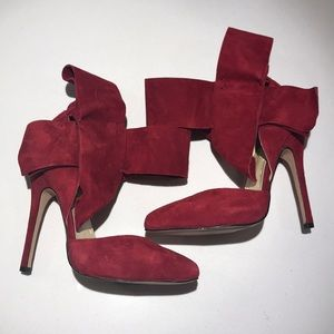 Bow pumps in red suede